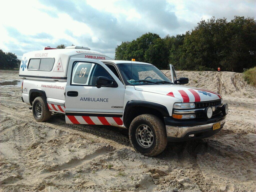 Dit is een 4WD ambulance van TOP Medical Team voor de hulpverlening op onverhard terrein.